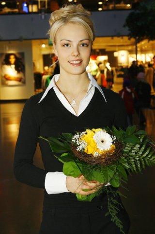 Кийра Корпи с цветами