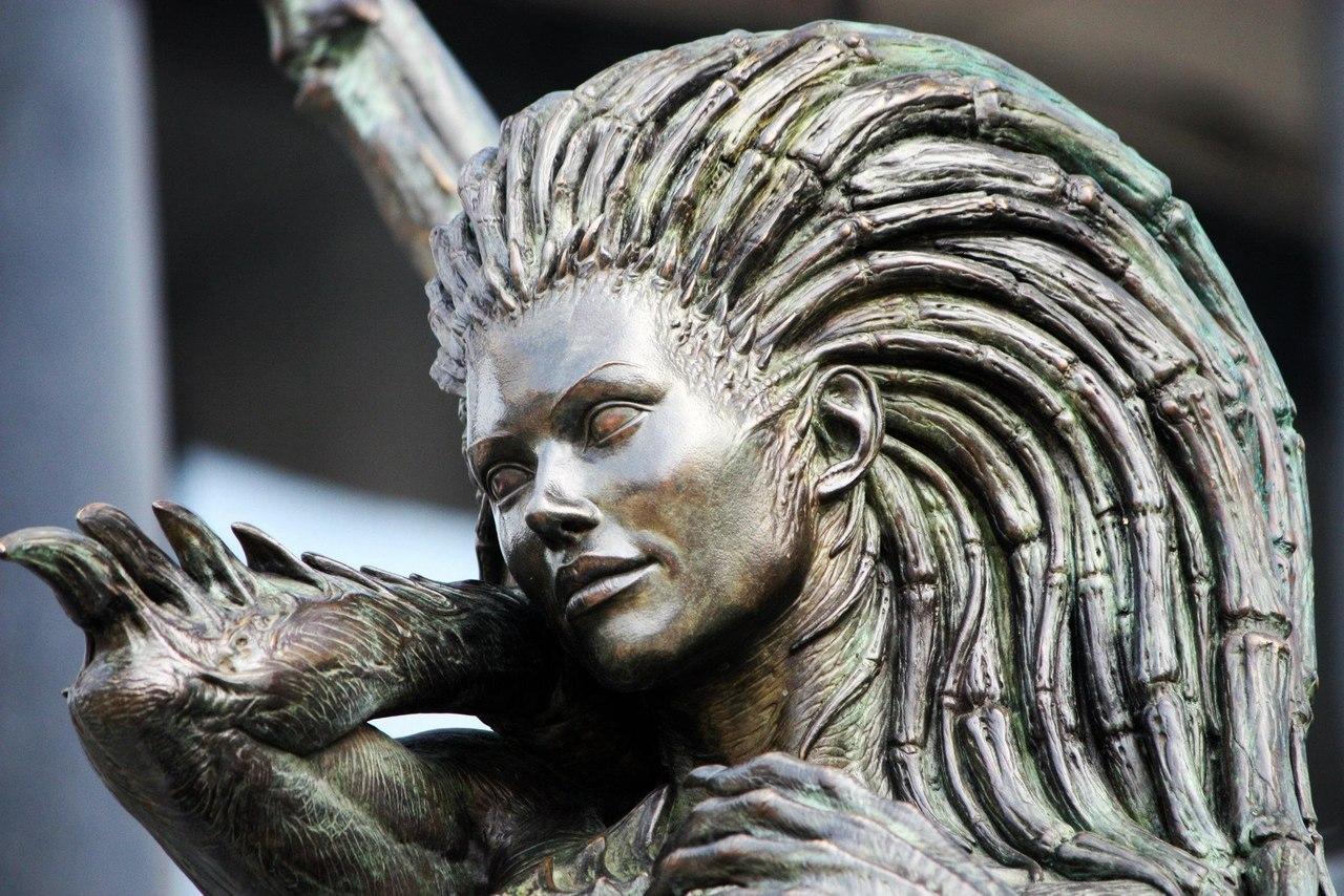 Статуя Кэрриган