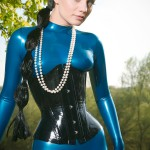 Valerie Tramell в синем